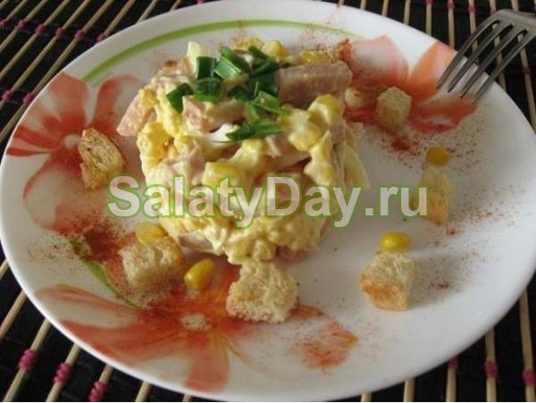 Салат сыр помидоры ветчина сухарики – Салат с ветчиной и ...